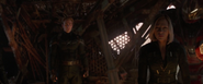 Rogers Romanoff y Banner ven a Thanos muerto