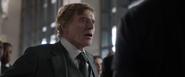Pierce exige entregar a Loki y el Teseracto