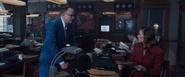 Carter y Flynn en la oficina