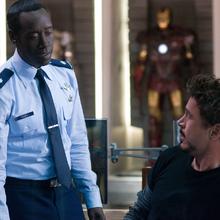 Stark se reúne con Rhodes en su mansión.png