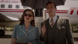 Peggy Carter & Edwin Jarvis (2x01).png