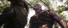 Rogers golpea a Thanos