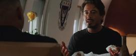 Stark escucha las quejas de Rhodes