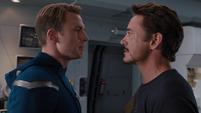 Stark y Rogers discuten en Helicarrier