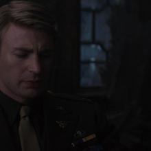 Rogers de luto por la muerte de Bucky.png