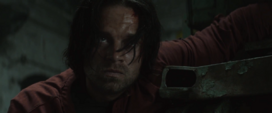 Bucky viendo a Steve