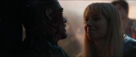 Potts le sonrie a Stark