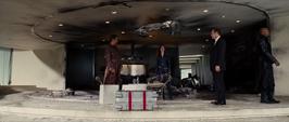 SHIELD arresta a Stark en su casa