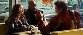 Stark conversando con Fury y Romanoff