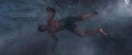 T'Challa cae en el agua