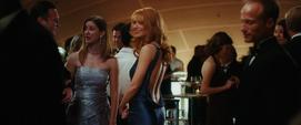 Potts con su vestido azul