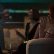 Rhodes y Romanoff hablando en la fiesta.png
