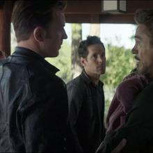 Rogers intenta convencer a Stark.png