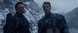 Bucky y Rogers en unas montañas nevadas
