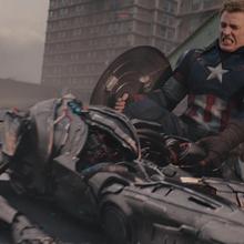 Rogers destruye Centinela de Ultron.png