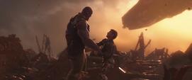 Thanos apuñala a Stark
