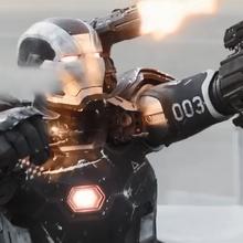 Máquina de Guerra atacando a Ant-Man.png