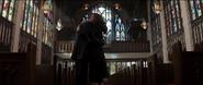 Romanoff abraza a Rogers