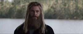 Thor entristecido por la muerte de Romanoff