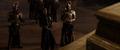 Loki se burla de la situación frente a Odín