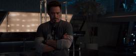 Stark escuchando a Visión