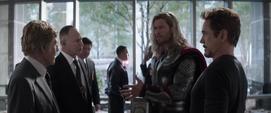 Thor conoce a Pierce