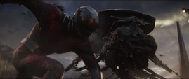 Lang golpea a un Leviatán en la Batalla de la Tierra