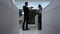Skye se reencuentra con Ward e intenta distraerlo