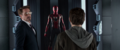 Stark le muestra su traje nuevo a Parker