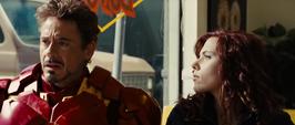 Romanoff al lado de Stark