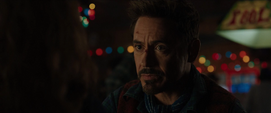 Stark habla con la Sra. Davis