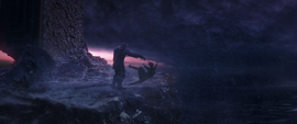 Thanos arroja a Gamora por el precipicio
