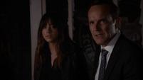 Skye es defendida por Coulson