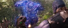 Thanos hace intangible la Hulkbuster