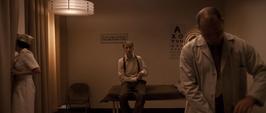 Rogers esperando en la sala