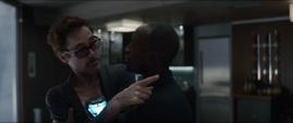 Stark es detenido por Rhodes