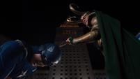 Loki venciendo a Steve