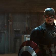 Capitán América y Iron Man viendo a Zemo.png