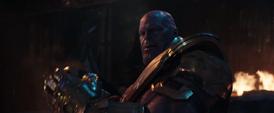 Thanos se quita el casco