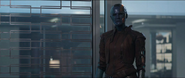 Nebula escucha la explicación de Thor