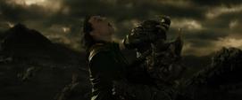 Loki se sacrifica para asesinar a Algrim
