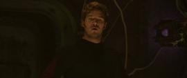 Quill enojado con Groot por desobedecerlo