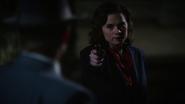 Carter impide que Thompson accione el detonador