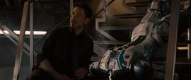 Stark escucha el discurso de Ultron