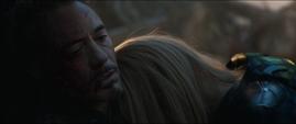 Potts llora por la muerte de Stark
