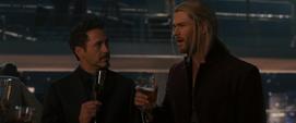 Thor discute con Tony