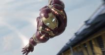 Iron Man volando lanzando misiles - CW