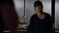 Skye descubre a Coulson tallando los símbolos