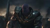 Thanos espera en las ruinas del Centro de los Nuevos Vengadores