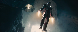 Iron Man en la base de Strucker